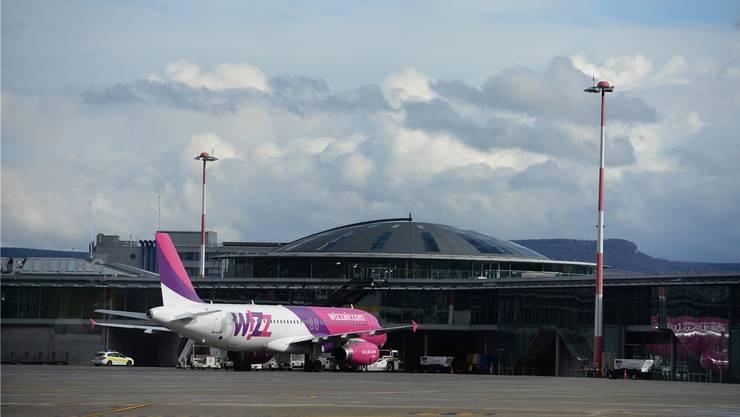 Ein Airbus von Wizz Air auf dem Euro-Airport.