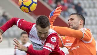 Thuns Dejan Sorgic fordert St.Gallens Goalie Dejan Stojanovic - am Ende behält der Ostschweizer die Oberhand