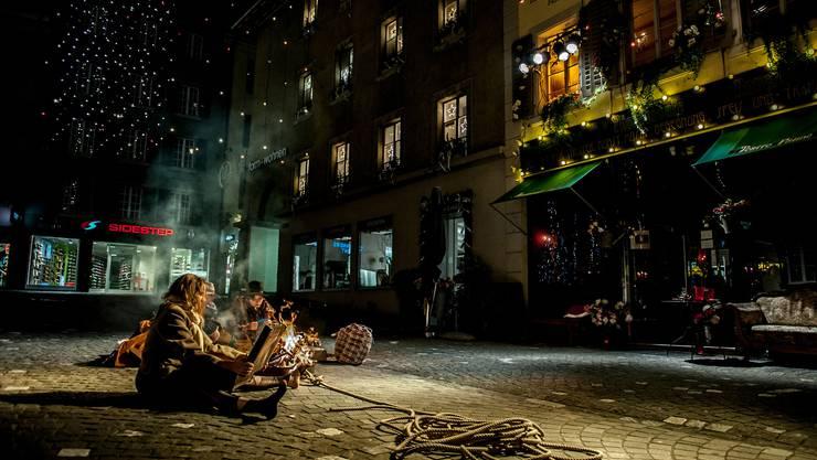 Die Rathausgasse wird an Heiligabend zur Theaterbühne
