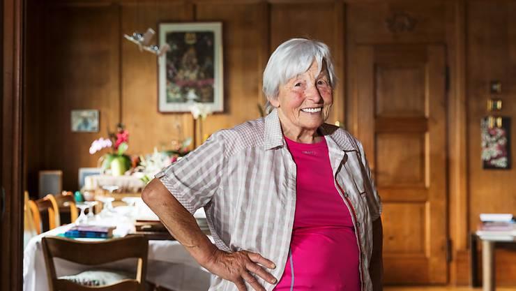 Elisabeth Marti, ehemaliges Verdingkind, hat ihr Glück gefunden. Sie ist eine der Personen, welche Peter Klaunzer porträtiert hat.