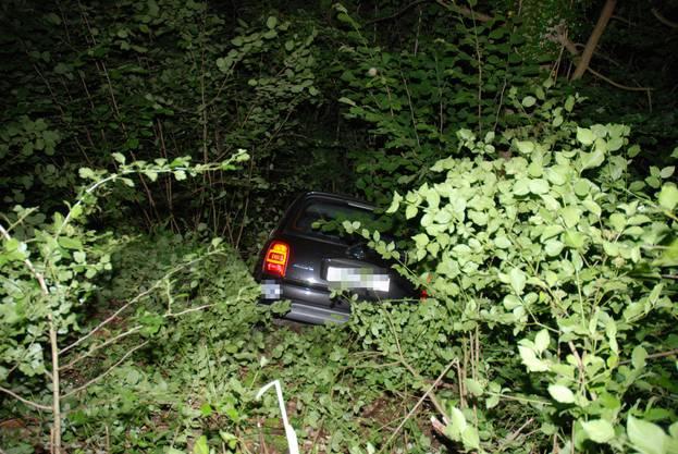 Trimbach SO, 20.Juni: Ein Personenwagen, welcher zum Unfallzeitpunkt mit vier Personen besetzt war, kam ins Schleudern und in einer abschüssigen Böschung zum Stillstand. Verletzt wurde niemand.
