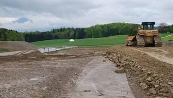 Bald gefüllt: Die Aushubdeponie Feld in Beinwil ist bald erschöpft, im Süden (Hintergrund) ist eine Nachfolgedeponie in Planung. (es)