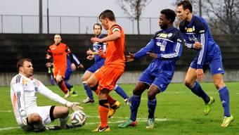 Concordias Goalie Florian Stocker (li.) stand oft im Mittelpunkt – hier scheitert Mergim Ahmeti.
