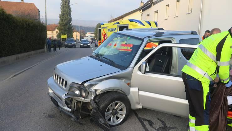 Beide Autos erlitten einen Totalschaden und mussten abtransportiert werden.