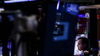 Ein weiterer schwieriger Tag an der New Yorker Börse: Der Leitindex Dow Jones hat erneut über 1000 Punkte verloren.