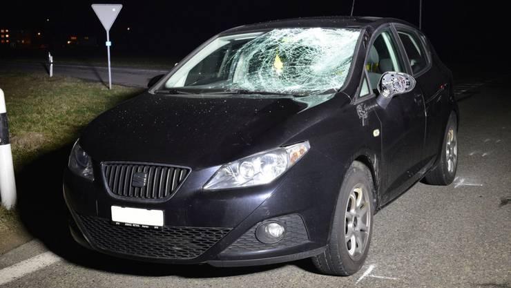 Bei der Kollision mit diesem Auto wurde ein 74-jähriger Mann schwer verletzt.
