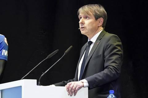 Von den Mitgliedern bekam er allerdings nur 65 Prozent aller Stimmen. Trotzdem bleibt Burgener damit FCB-Präsident.