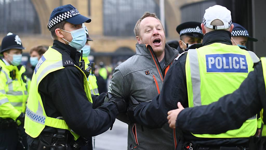 Mehr als 150 Festnahmen bei Anti-Lockdown-Protesten in London