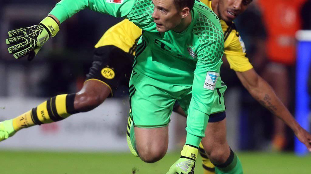 In der Bundesliga steht das Topspiel zwischen Bayern München (im Bild mit Goalie Manuel Neuer) und Borussia Dortmund (Pierre-Emerick Aubameyang) im Programm