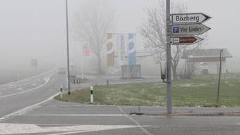 Mitten in Bözberg zeigt ein Wegweiser nach Bözberg – das dürfte sich bald ändern.
