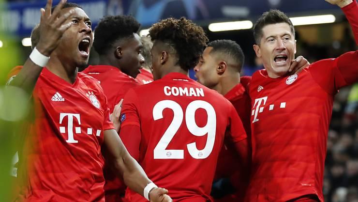 Die Bayern freuen sich über einen überzeugenden Sieg bei Chelsea