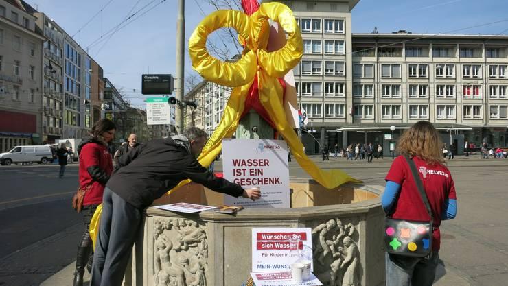 Brunnenenthüllung in Basel für mehr sauberes Trinkwasser. zvg