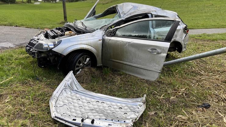Ein 19-Jähriger überschlug sich mit seinem Opel in Uerkheim.