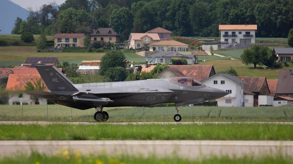 Kampfjet-Offerten kommen wegen Corona erst im November