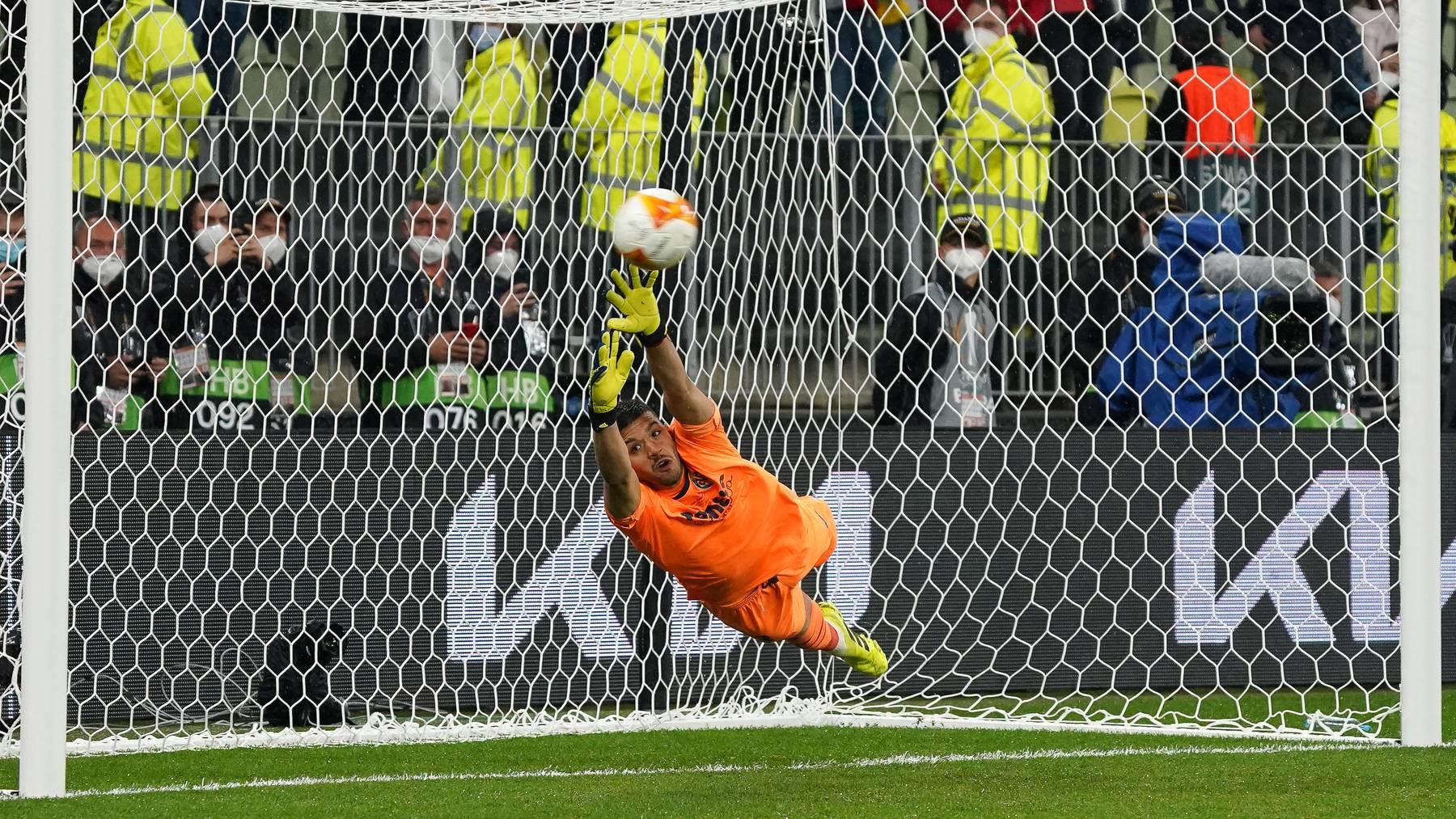 Villarreal-Goalie Rulli hat im Finale nicht nur einen Penalty gehalten, sondern auch selber versenkt.