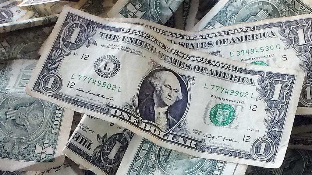 Seit der Wahl von Donald Trump zum US-Präsidenten steigt der Dollar zu vielen Währungen an. Zum Franken erreichte er am Montag beinahe Parität. (Archiv)