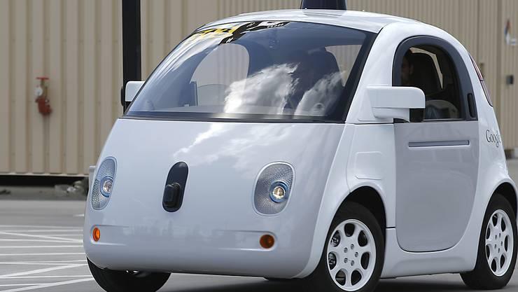 Selbstfahrende Autos wie das von Google werden laut einer ETH-Studie zu mehr Verkehr führen. (Archivbild)