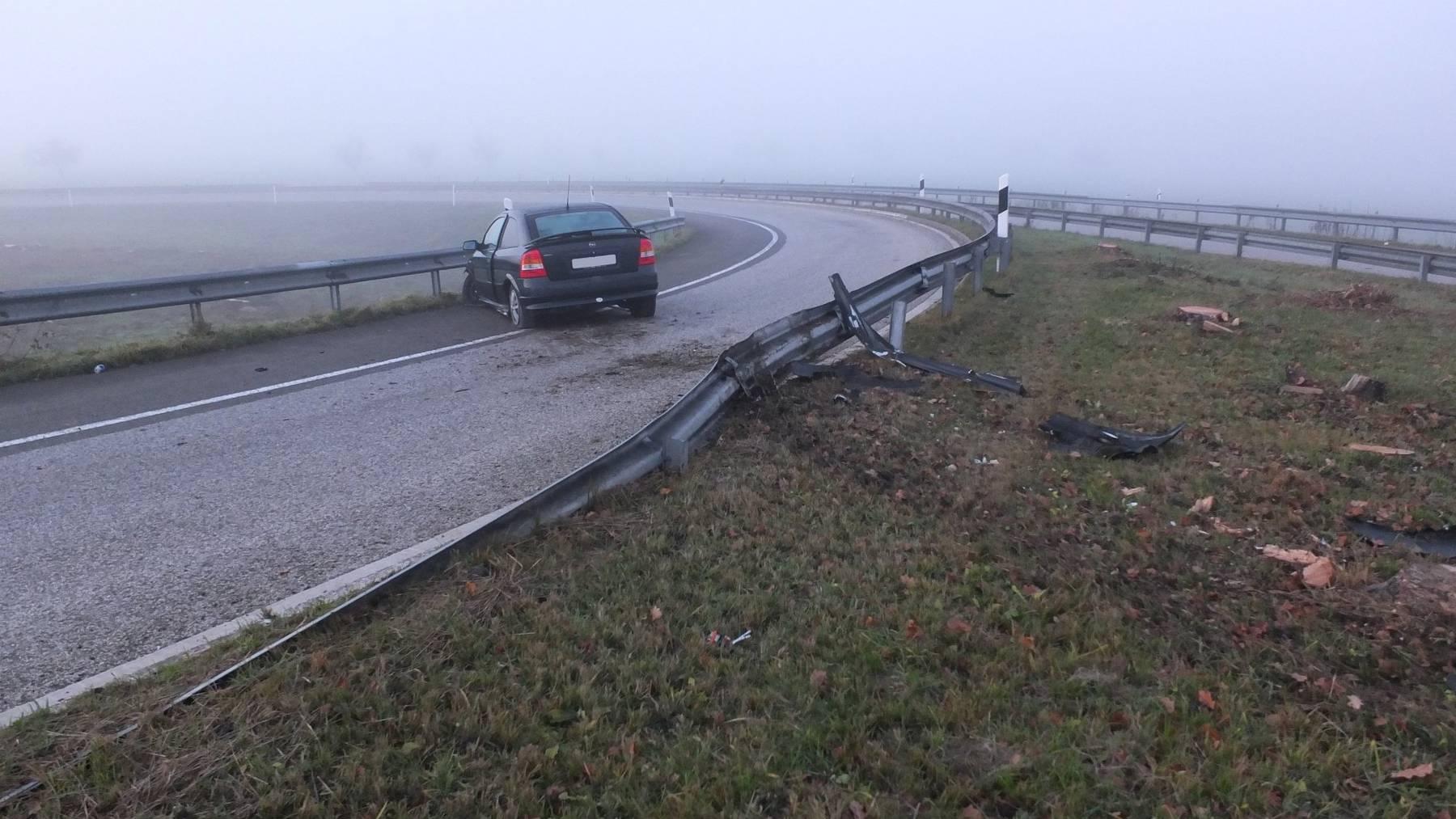 19-Jährige baut Unfall.
