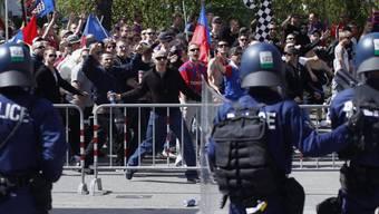Basler Fans vor dem Stade de Suisse (Archivbild)