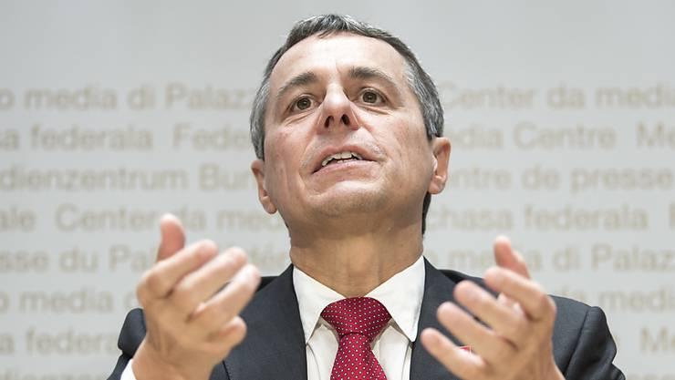 Reagiert auf die Skepsis im Parlament: Aussenminister Ignazio Cassis (FDP).