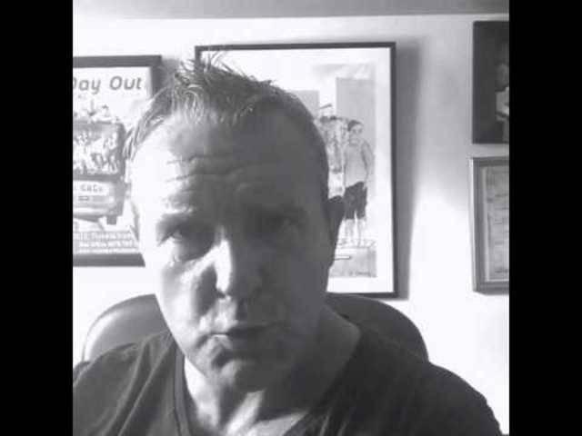 Schauspieler Mark Moraghan («Coronation Street») mit «Rapper's Delight» von der Sugarhill Gang und Donnergrollen.