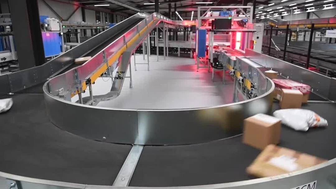 Post eröffnet neues Paketzentrum im Wallis