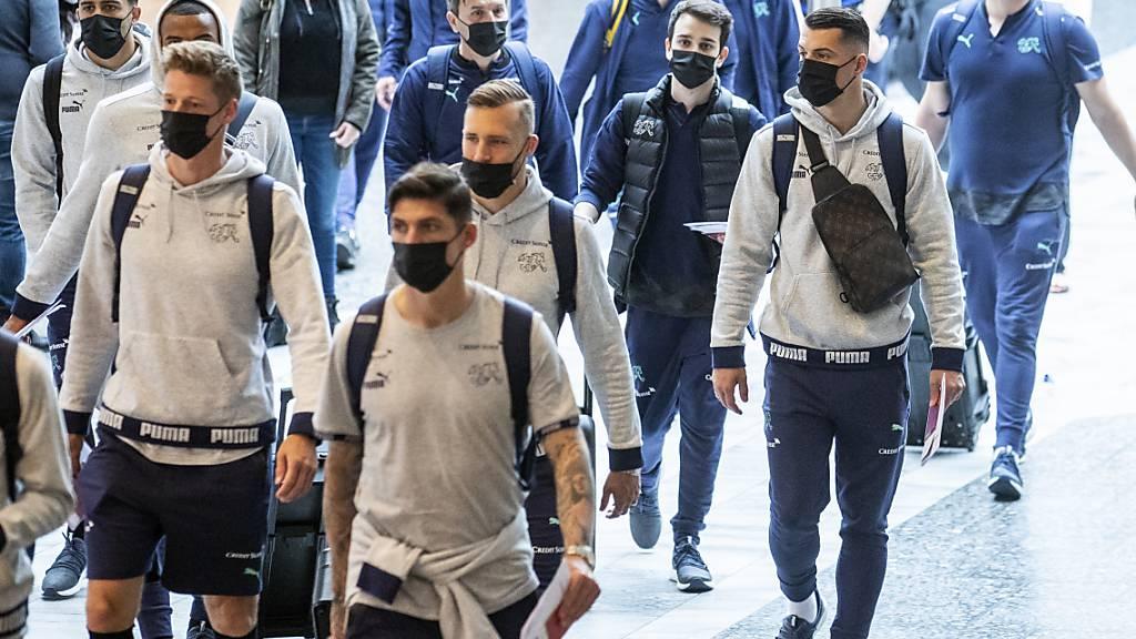 Steven Zuber, Jonas Omlin, Silvan Widmer und Co. machen sich auf den Weg von Rom in Richtung Bukarest