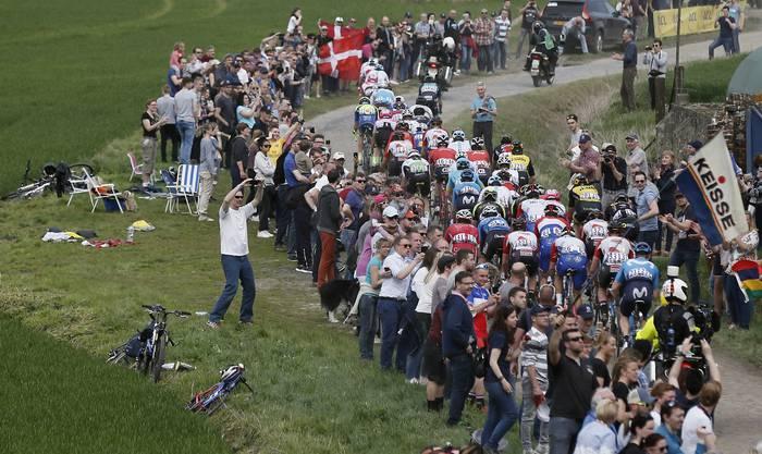 Impression von einem Kopfsteinpflaster-Abschnitt des Rennens.