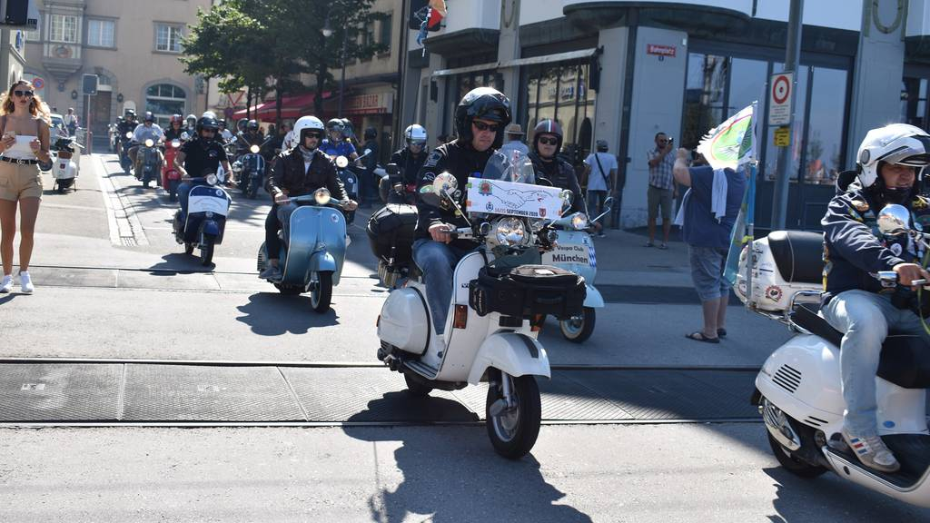 Vespas, so weit das Auge reicht: Am Sonntag treffen sich Fans der italienischen Motorräder in Rorschach.