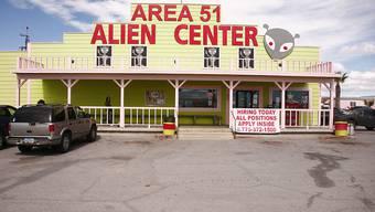"""Der Besuch des Touristenzentrums beim US-Militärstützpunkt Area 51, wo nach einer Legende Ausserirdische aufbewahrt werden sollen, genügt einigen Facebook-Nutzern offenbar nicht. Sie wollen gemäss eines Facebook-Posts den US-Stützpunkt """"stürmen"""". (Symbolbild)"""