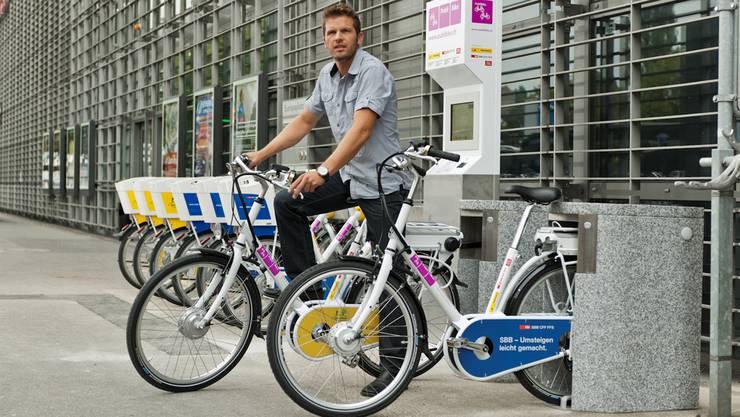 Die elektronischen Veloschlösser der Publibike-Fahrräder sind praktisch – wer die Lizenzrechte hält und das Schloss entwickelt hat, ist aber umstritten.