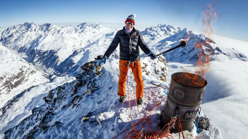 Der frühere Skistar Pirmin Zurbriggen liess sich per Helikopter auf das Matterhorn bringen, um symbolisch das Feuer für die Olympischen Winterspiele zu entzünden. (Archivbild)