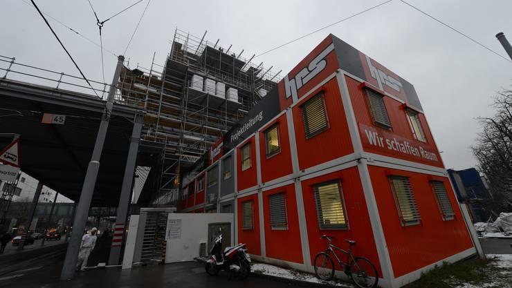 Die Generalunternehmerin der Messebaustelle HRS weist eine Firma von der Baustelle – wegen Lohndumping.