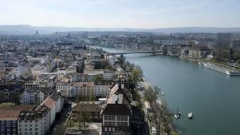 Der Rhein wird in Basel tiefer. (Archiv)