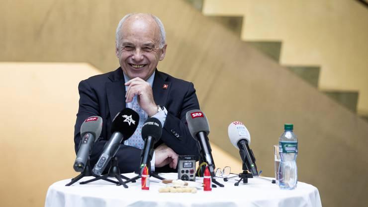 Hellwach und bestens gelaunt: Ueli Maurer gestern in Bern an einer Medienkonferenz. (KEYSTONE/Peter Klaunzer)