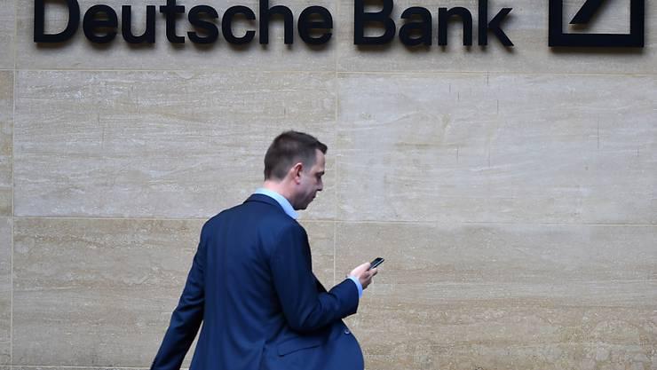 Stimmrechtsberater lehnen die Entlastung der Führungsetage der Deutschen Bank ab. (Archivbild)