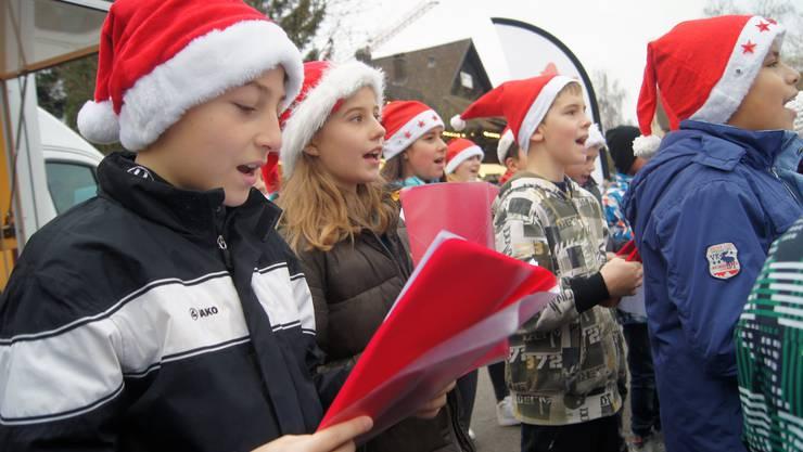 Urdorfer Fünftklässler singen am Muulaffemärt