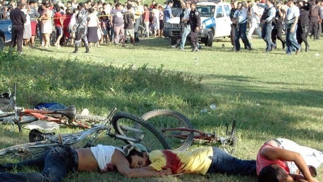 Erschossene am Tatort - Honduras ist in den letzten Jahren wachsender Gewalt ausgesetzt