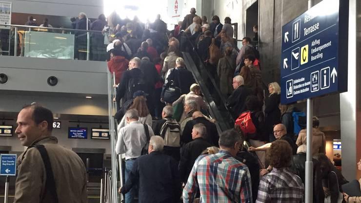 Der Euro-Airport musste teilevakuiert werden.