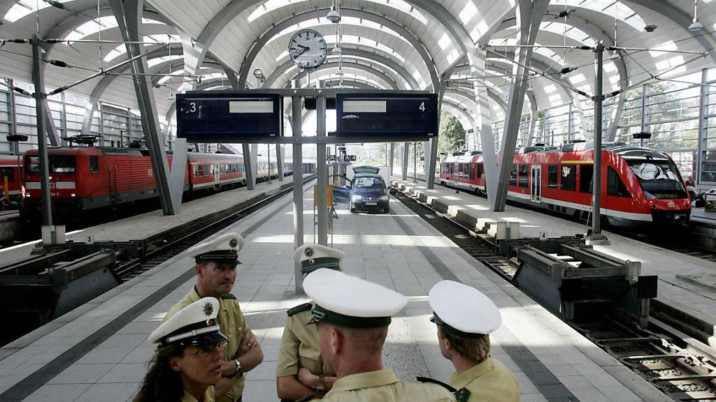 Der Hauptbahnhof in Kiel wurde wegen eines verdächtigen Koffers zwei Stunden lang gesperrt. (Archivbild)