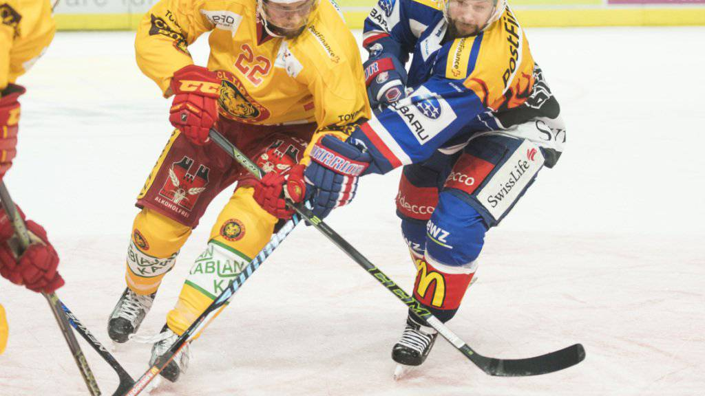 Zweikampf zwischen dem Zürcher Nilsson (rechts) und dem Langnauer Schirjajew