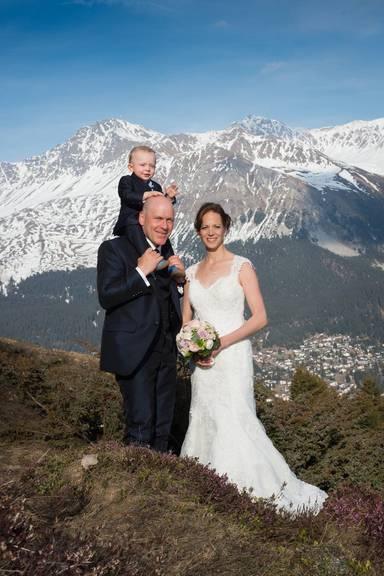 Didier und Manuela Cuche mit Sohn Noé (Bild: KEYSTONE/Fabienne Bühler)