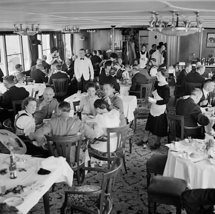 Salon eines Dampfschiffs in Luzern, zirka 1939.
