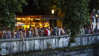 Seit 2001 lockt lädt die Hafebar im Sommer zum gemütlichen Zusammensein an der Aare ein.
