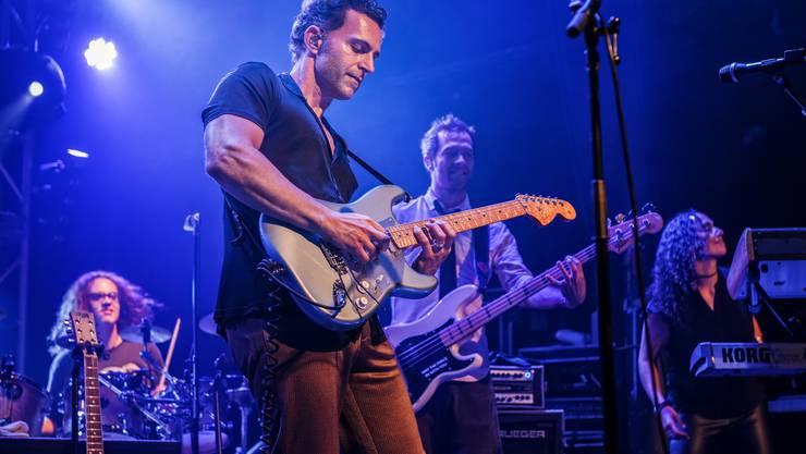 Dweezil Zappa tritt am Stimmen Festival auf.