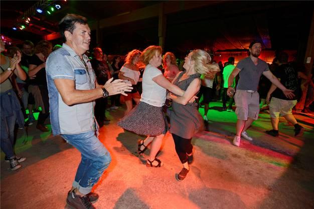 Irish Folk zieht Jung und Alt auf die Tanzfläche.