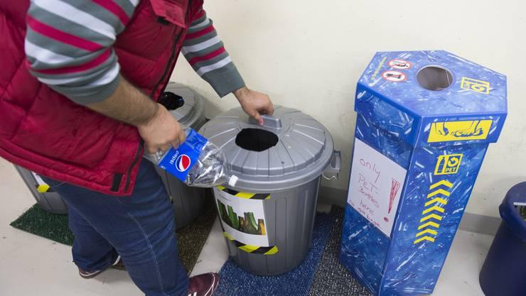 Recycling in der unterirdischen Asylunterkunft.