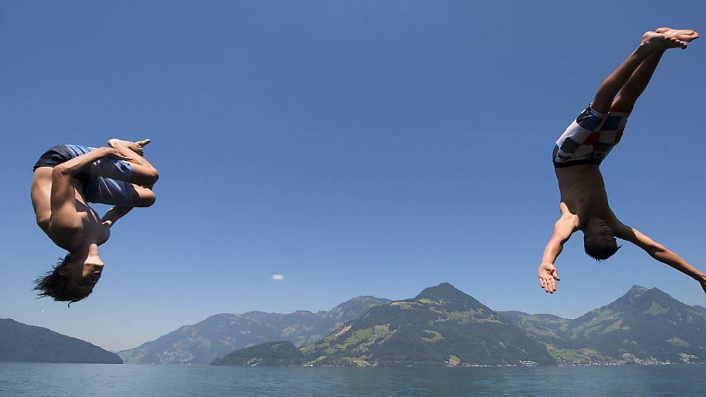 Abkühlen, abkühlen, abkühlen: Der Juli war in einigen Regionen der Schweiz der heisseste Monat seit Messbeginn.