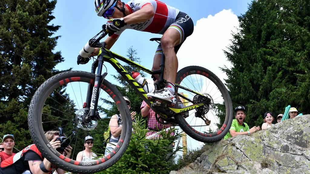 Letztes Jahr sicherte sich Nino Schurter mit seinem Mountainbike den Sieg in der Lenzerheide.