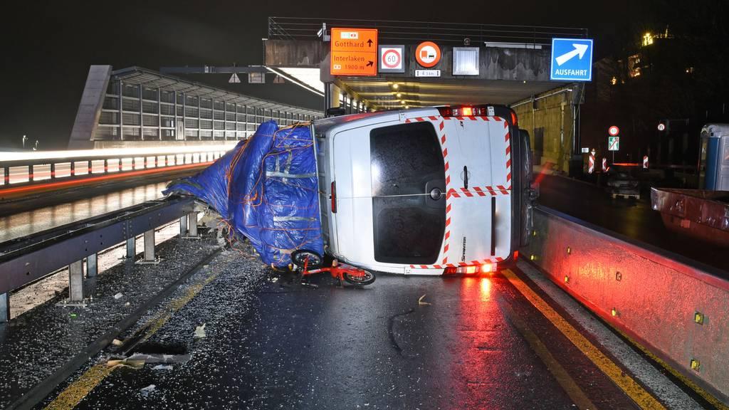Unfall mit Lieferwagen führte am Mittwochmorgen zu Verkehrschaos